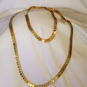 Jewelry - 28 in gold tone necklace